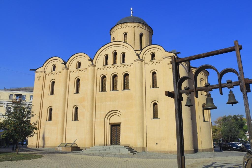 Die Kirche der Gottesmutter Pirogoschtschi