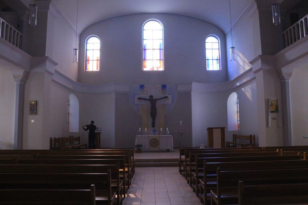 Die Kirche von innen, Kruzifix