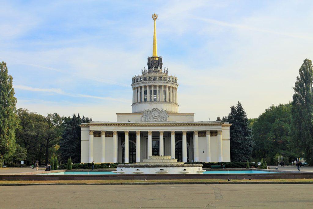 Das Nationale Messezentrum. Das Hauptgebäude.