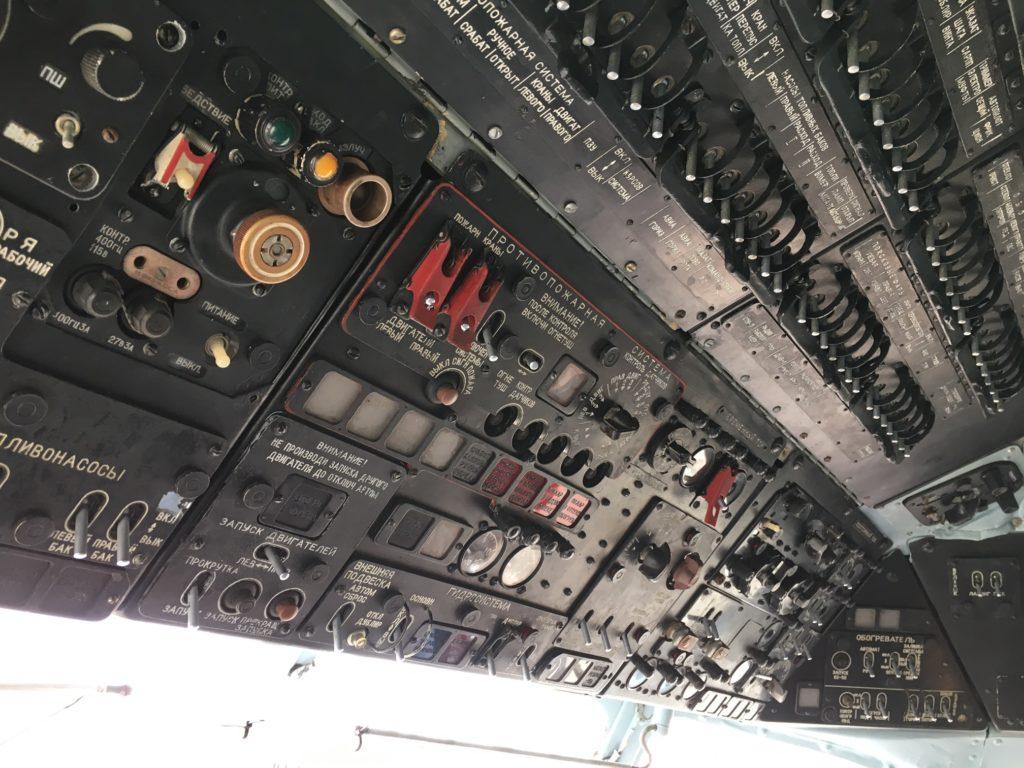 MI-8, Pilotenkanzel