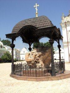 Часть разрушенного Успенского собора