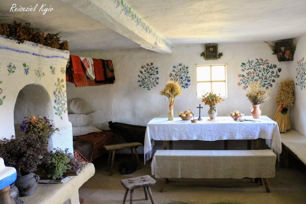 Freilichtmuseum Pyrohiw Innere einer Hütte
