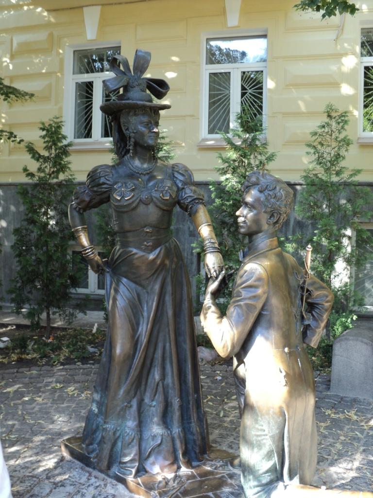Das Denkmal für Pronja Prokopiwna und Swyryd Golochwastyj