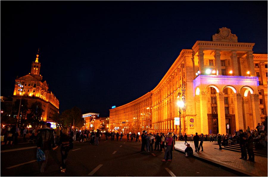 Chreschtschatyk in der Nacht. © turystam.in.ua