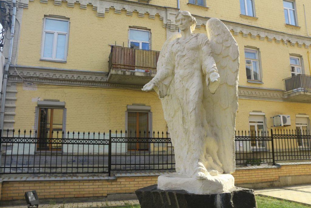 Der Engel am Eingang